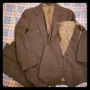 3pc Mens suit size 38S pants 30 and vest Vintage